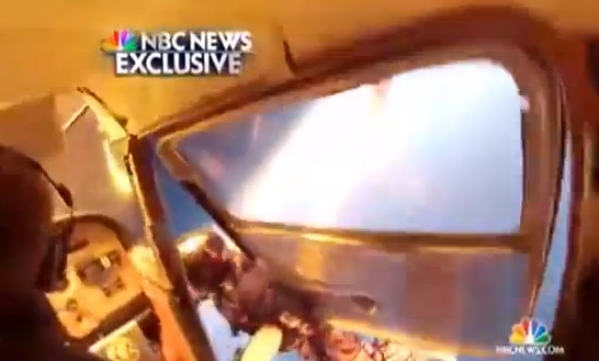 Video: Skydivers Amazingly Escape Mid-Air Collision