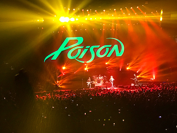 review poison knows their lane def leppard doesn t star 102 5. Black Bedroom Furniture Sets. Home Design Ideas